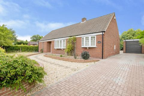 3 bedroom detached bungalow to rent - Town Street, Treswell, Retford