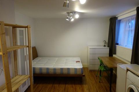 Studio to rent - POWIS GARDENS, LONDON, NW11