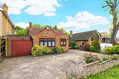 3 bedroom detached bungalow for sale - Tomswood Road, Chigwell IG7