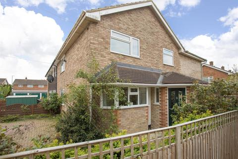 4 bedroom semi-detached house for sale - Farnley Road, Aylesbury