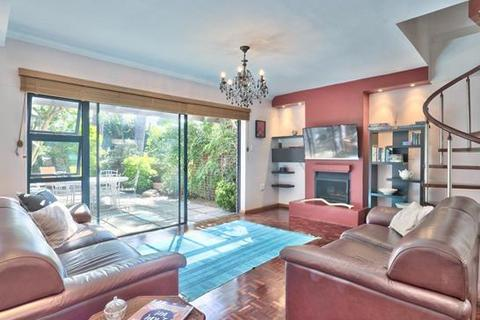 2 bedroom townhouse - Cape Town, Higgovale, South Africa