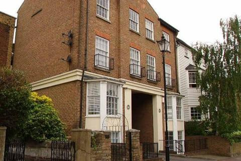 Studio to rent - Holland House, 248 High Street