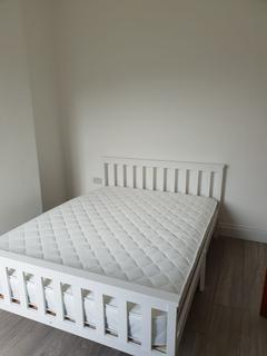 6 bedroom house share to rent - Griffin Road, London, SE18
