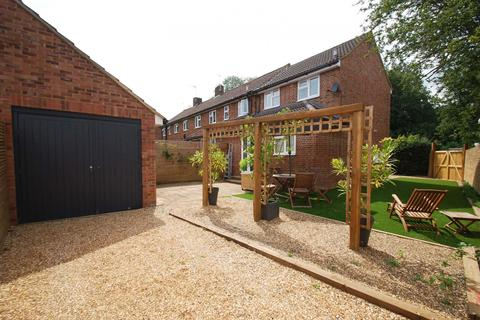 1 bedroom end of terrace house for sale - Candlemas Mead, Beaconsfield, HP9