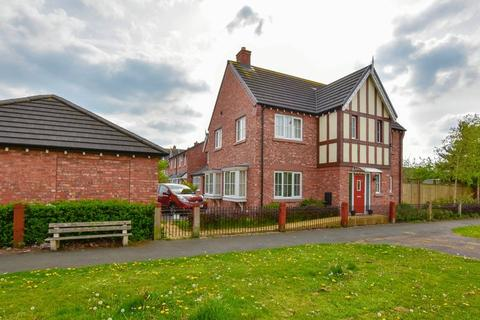 4 bedroom detached house to rent - Sinderland Road, West Timperley, WA14