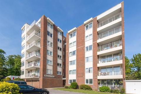 2 bedroom flat - Wessex Court,Tennyson Road, Worthing, BN11 4BP