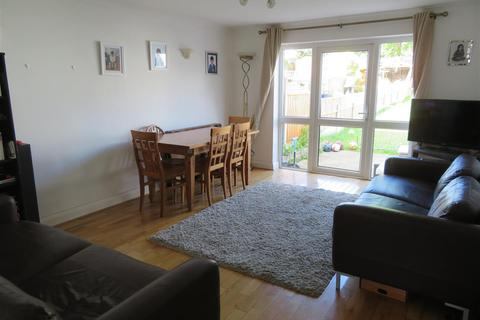 3 bedroom townhouse to rent - Cowslip Road, London