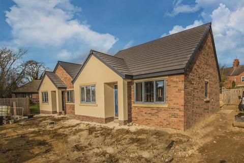2 bedroom bungalow for sale - Regent Road, Burton Latimer