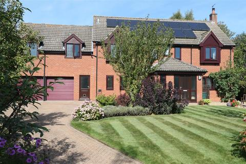 6 bedroom detached house for sale - Orchard Close, Barford