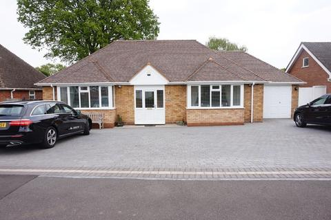 3 bedroom detached bungalow for sale - Wavenham Close, Four Oaks, Sutton Coldfield