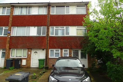 3 bedroom maisonette to rent - Chertsey Close, Luton lu2