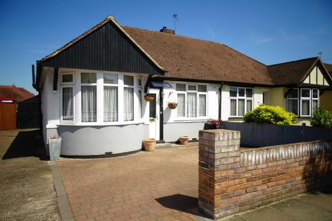 2 bedroom semi-detached bungalow for sale - Parkfield Crescent, Feltham, TW13