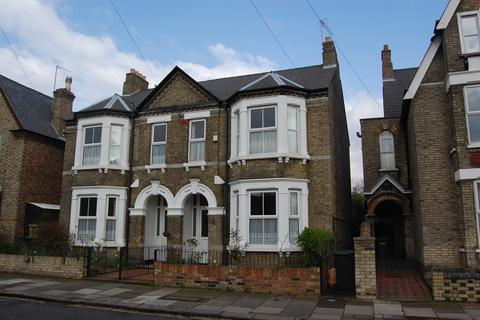 4 bedroom semi-detached house to rent - Albany Road