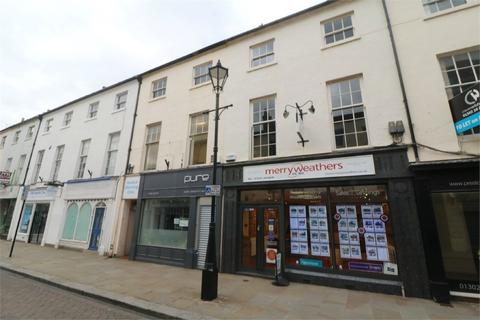 Property to rent - 12 PRIORY PLACE, DONCASTER