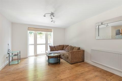 2 bedroom flat to rent - John Maurice Close, London, SE17