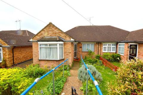 3 bedroom bungalow for sale - Pennine Avenue, Sundon Park, Luton, Bedfordshire, LU3 3EJ