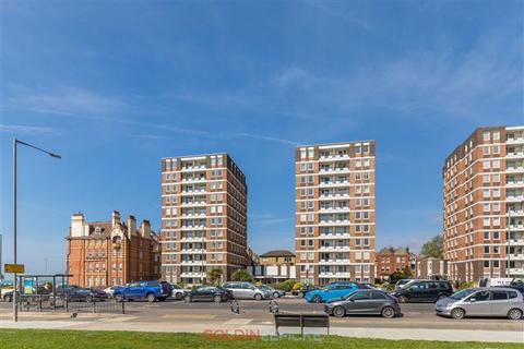 3 bedroom flat for sale - Ashley Court, Grand Avenue, Hove