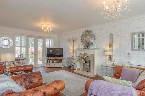 4 bedroom detached house for sale - Four Sisters Way, Eastwood, Leigh-on-Sea, SS9