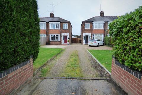 3 bedroom semi-detached house for sale - Woodhall Way, Beverley, HU17 7HZ