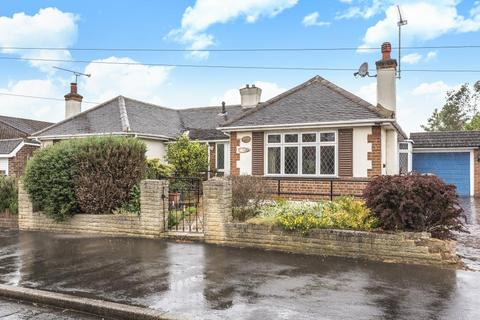 2 bedroom bungalow for sale - Staines-upon-Thames, Surrey, TW18