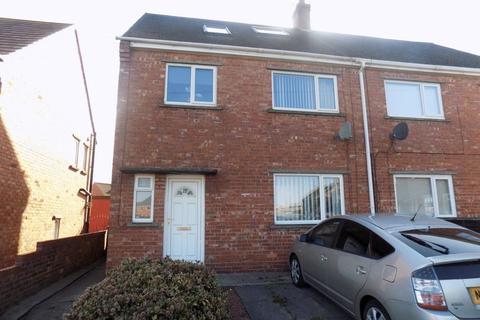 4 bedroom semi-detached house to rent - Waverley Avenue, Bedlington, Four Bed Semi Detached House