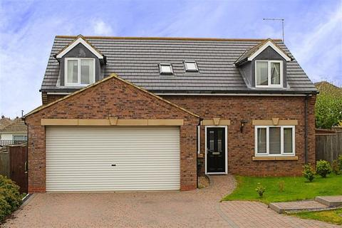 3 bedroom detached house for sale - Ormesby Bank, Ormesby