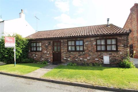 2 bedroom detached bungalow for sale - York Road, Little Driffield, East Yorkshire