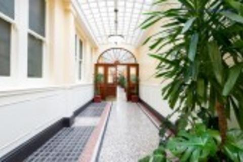 1 bedroom flat to rent - Charing Cross Road, London, WC2H