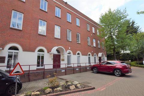 Property to rent - Spring Villa Park, Edgware
