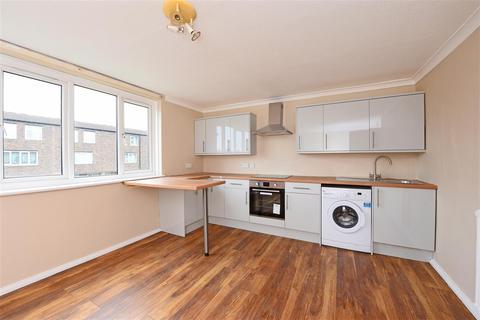 Studio to rent - Dowdeswell Close, Putney