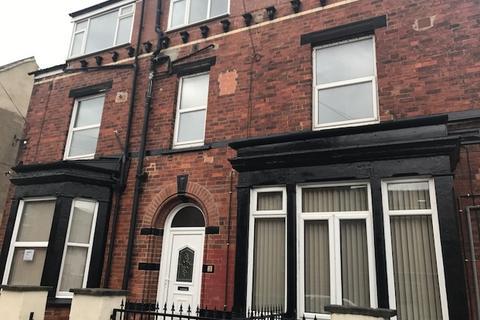 Studio to rent - Edinburgh Grove, Armley, Leeds LS12