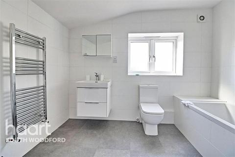 1 bedroom in a flat share to rent - Chigwell Road, South Woodford, E18