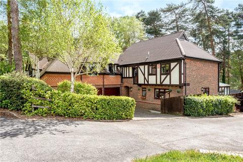 5 bedroom detached house for sale - Youlden Drive, Camberley, Surrey, GU15
