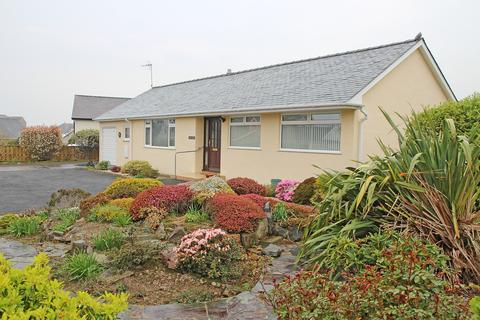 3 bedroom detached bungalow for sale - Penaber Estate, Criccieth, North Wales
