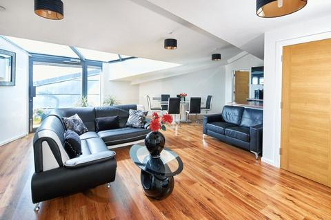 3 bedroom apartment to rent - Mann Island, Liverpool