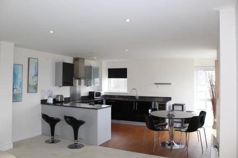 2 bedroom apartment to rent - 53 Meridian Bay
