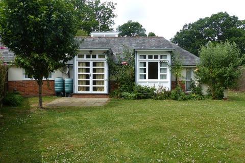 3 bedroom semi-detached bungalow to rent - Medstead, Alton