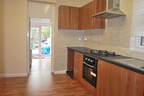 2 bedroom flat to rent - Rutland Gardens, Harringay, London, N4