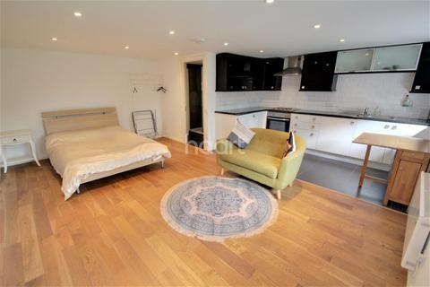 1 bedroom flat to rent - Hollies Close, SW16