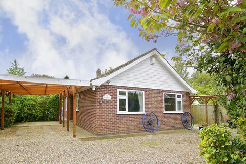 3 bedroom detached bungalow for sale - The Street, Rockland All Saints
