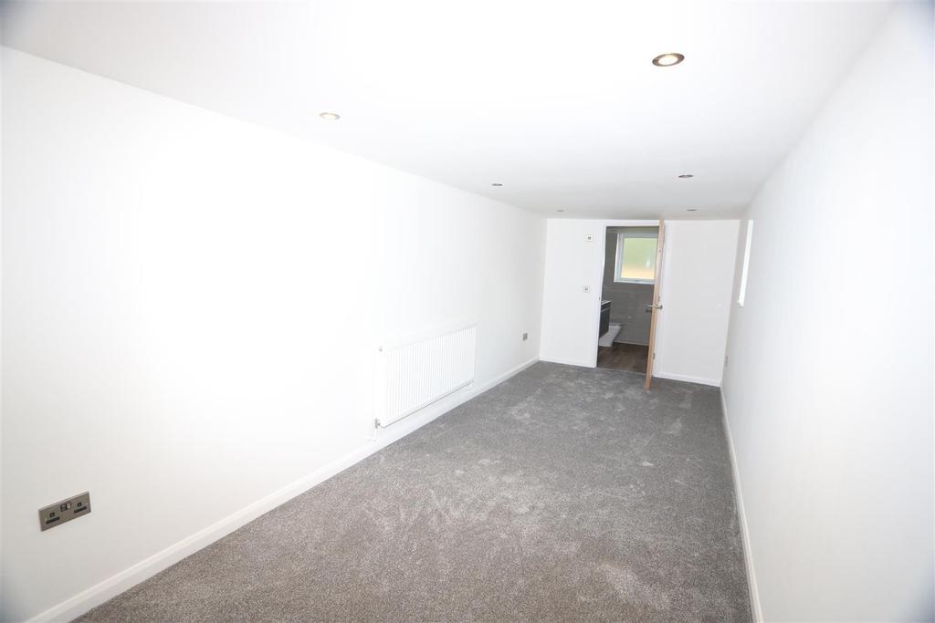 Guest Bedroom (Off Porch)