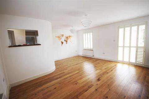 3 bedroom semi-detached house to rent - Eastfield Crescent, Patcham, Brighton