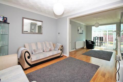 4 bedroom semi-detached house for sale - Coniston Close, Barnehurst
