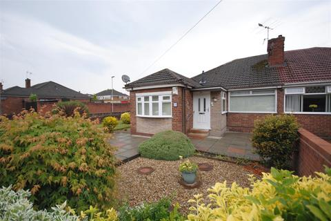 2 bedroom semi-detached bungalow to rent - Camberwell Crescent, Whelley, Wigan