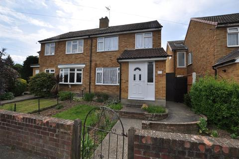 3 bedroom semi-detached house for sale - Meadgate Avenue, Chelmsford, CM2