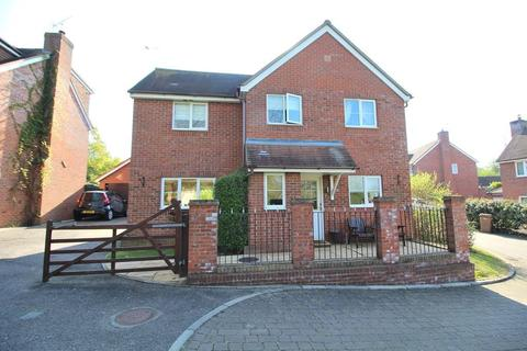4 bedroom detached house for sale - Swans Pasture, Chelmsford, Essex, CM1