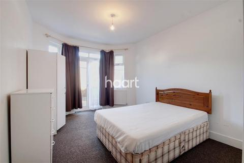 House share to rent - Hinton Road, UB8