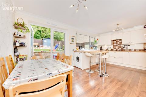3 bedroom terraced house for sale - Burstead Close, Brighton, BN1