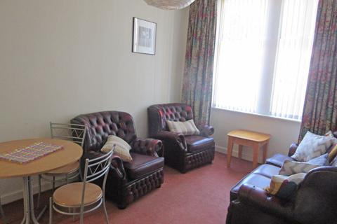 3 bedroom flat to rent - West Norton Place, Abbeyhill, Edinburgh, EH7 5AW