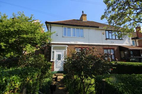 3 bedroom semi-detached house for sale - Burns Avenue, Feltham, TW14